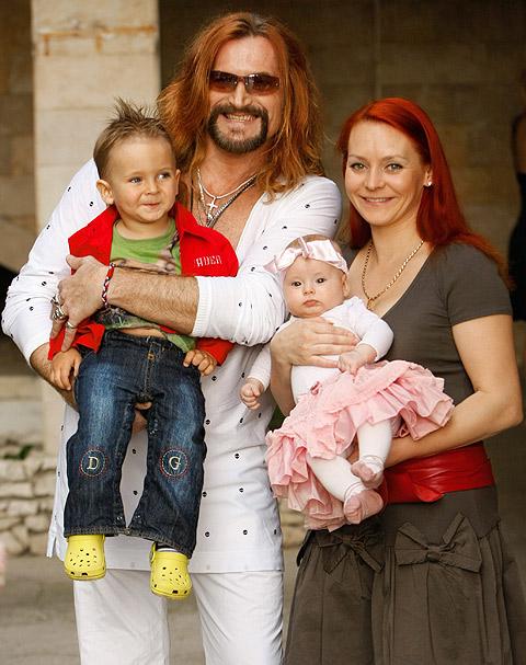Никита Джигурда разводится с женой Мариной Анисиной и хочет забрать у нее детей